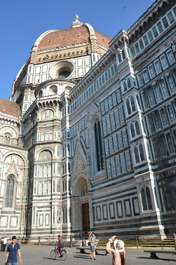 27-Begun-in-1296-in-the-Gothic-style-and-completed-in-1436-by-Brunelleschi