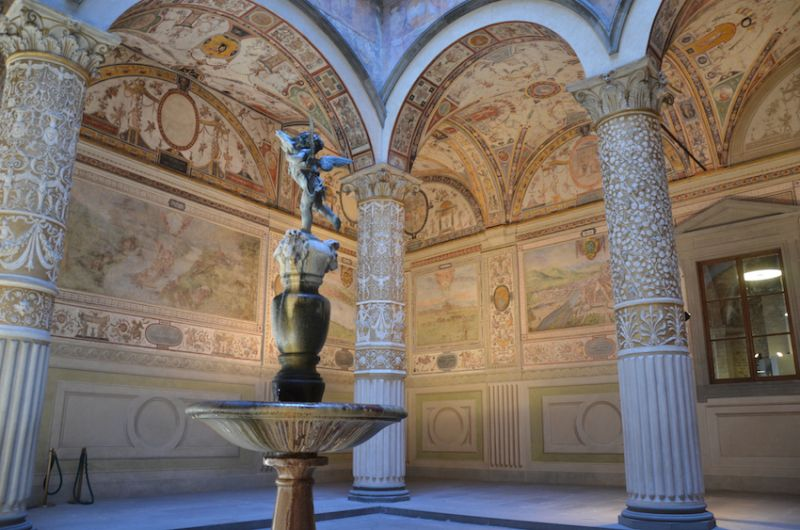 28-Part-of-the-Medici-Palace-close-to-the-Loggia-dei-Lanza