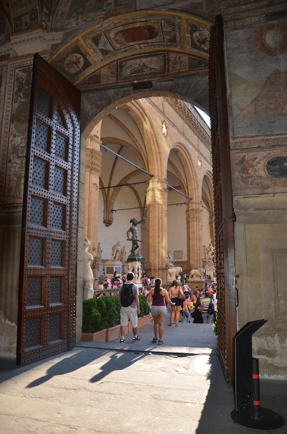 30-Overlooking-the-Loggia-dei-Lanza