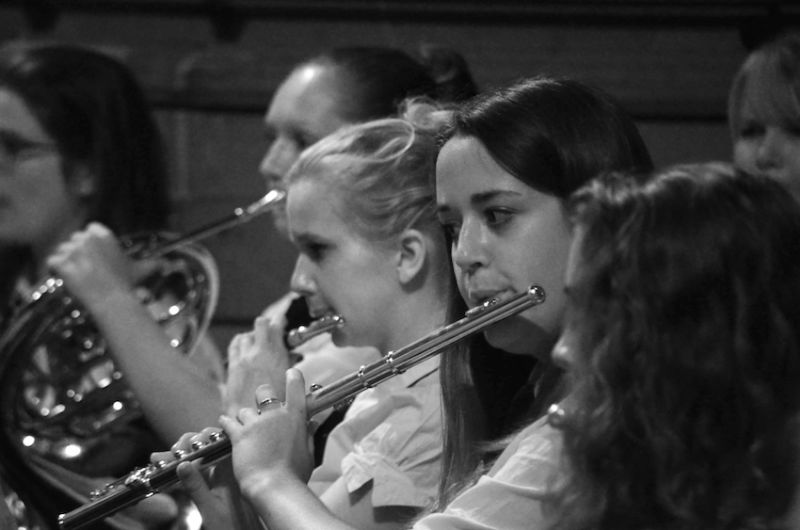 64-Flautists-Rebecca-and-Sian