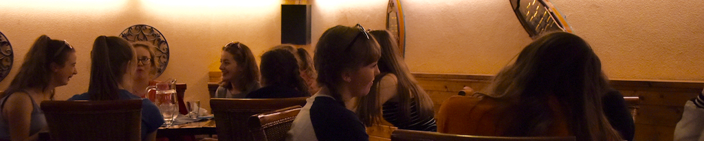 On the way to the hotel, the orchestra had lunch at a city centre restaurant